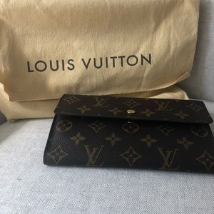 Authentic Louis Vuitton Tri food wallet
